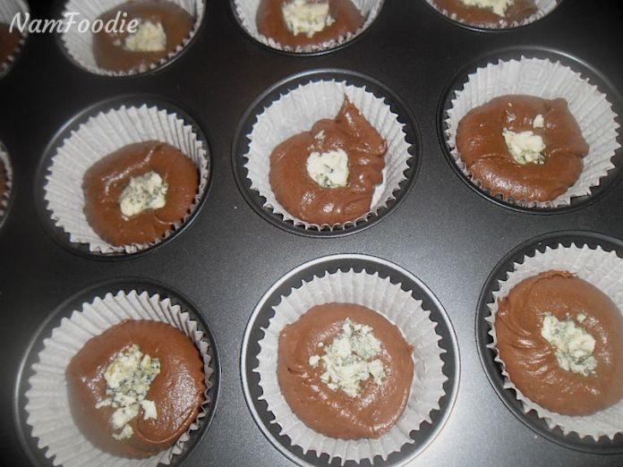 Chocolate blue cheese cupcakes pan