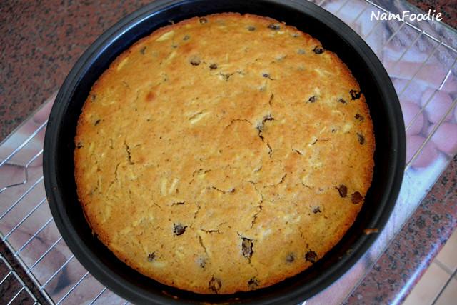 apple raisin cake pan
