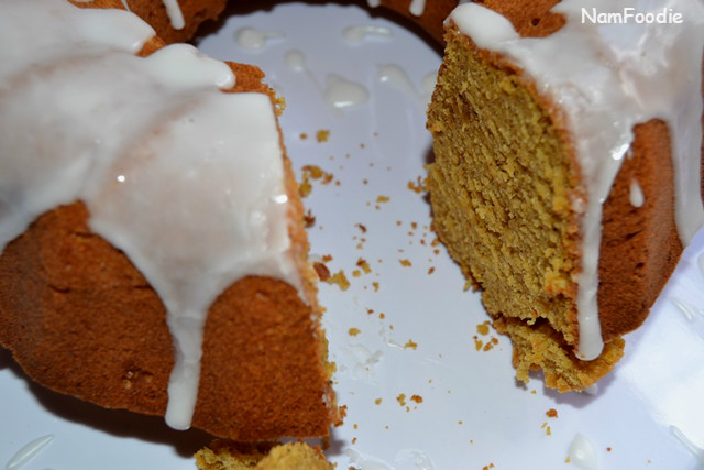 pumpkin bundt cake cut