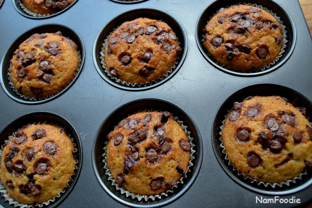 Banana chocolate chip muffins close