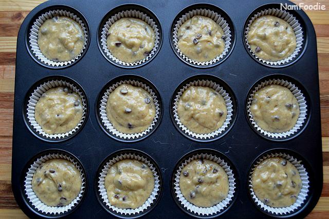 Banana chocolate chip muffins pan