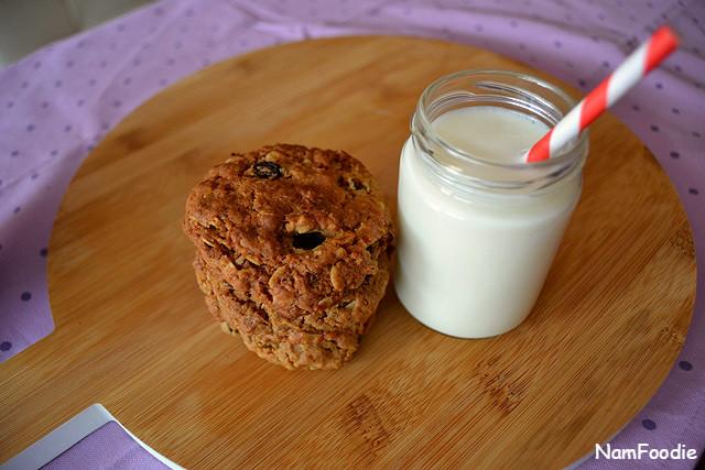 oat-raising-cookies-milk