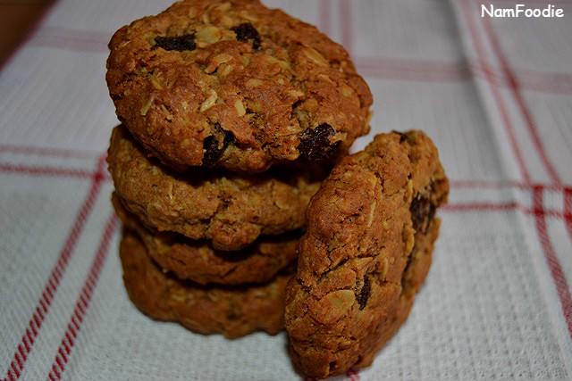 oat-raising-cookies-side